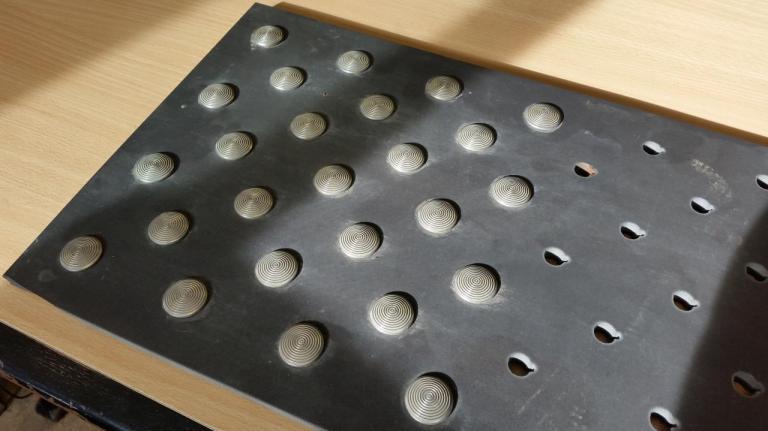 Carrelage - 10mm - Découpe Dalle podotactile (Clous Inox)