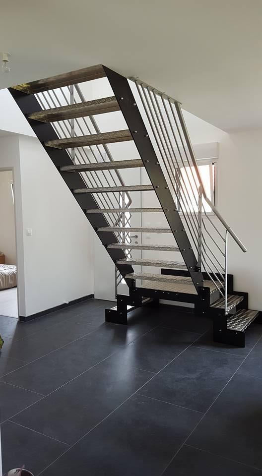 Escalier Intérieur - Limon Acier + Peinture Epoxy / Garde corps Inox